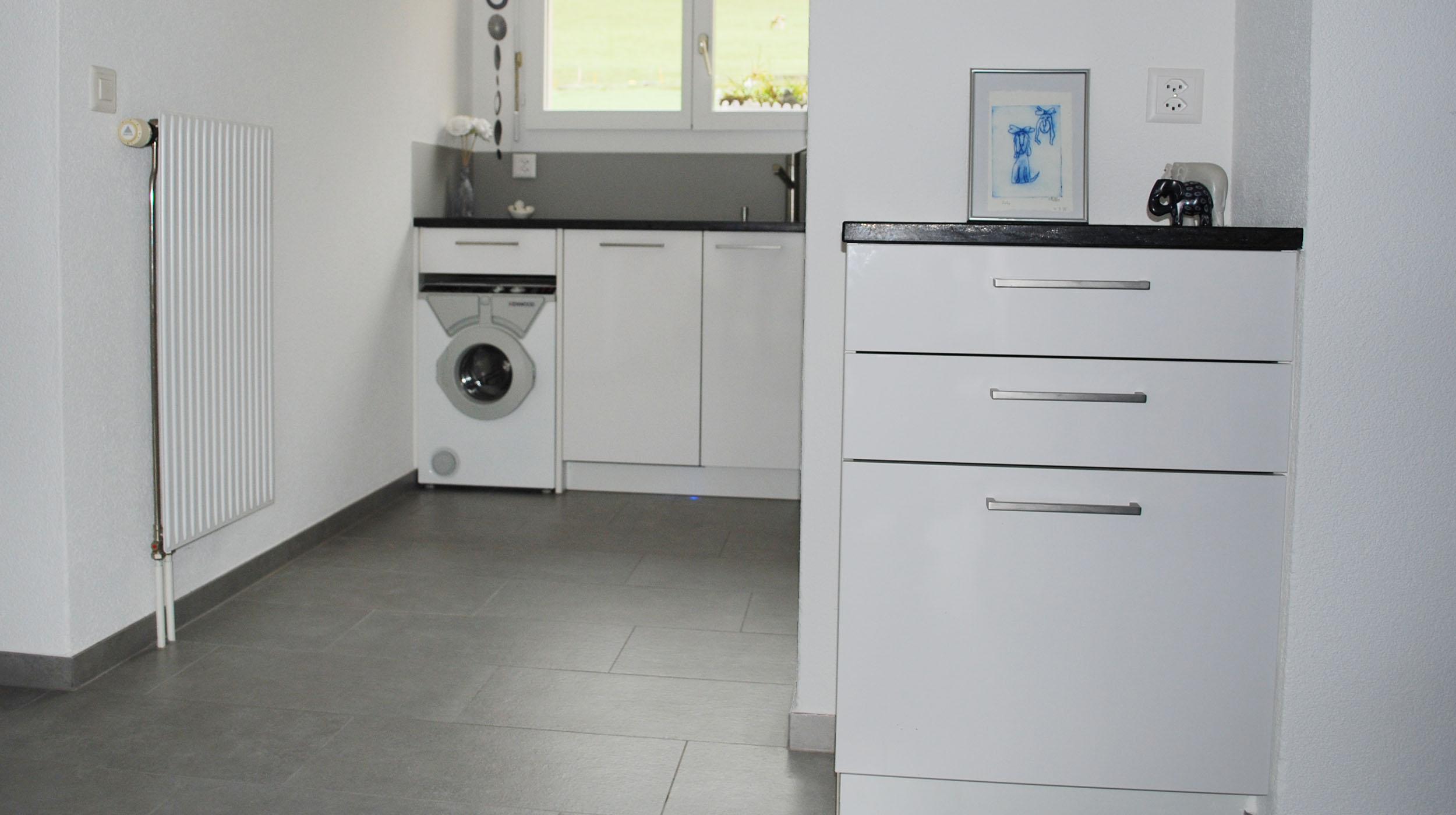 Cuisine avec une machine à laver intégrée